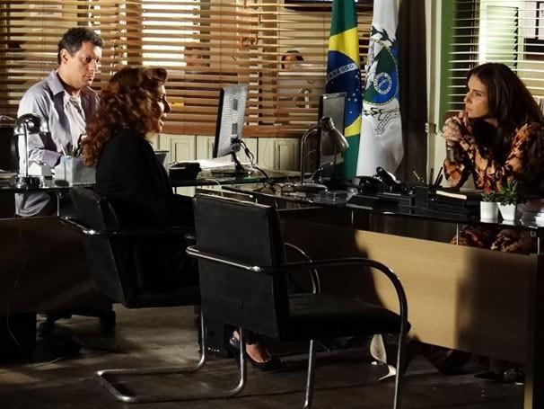 Wanda mente e diz que Jéssica era viciada em drogas (Foto: TV Globo / Divulgação )