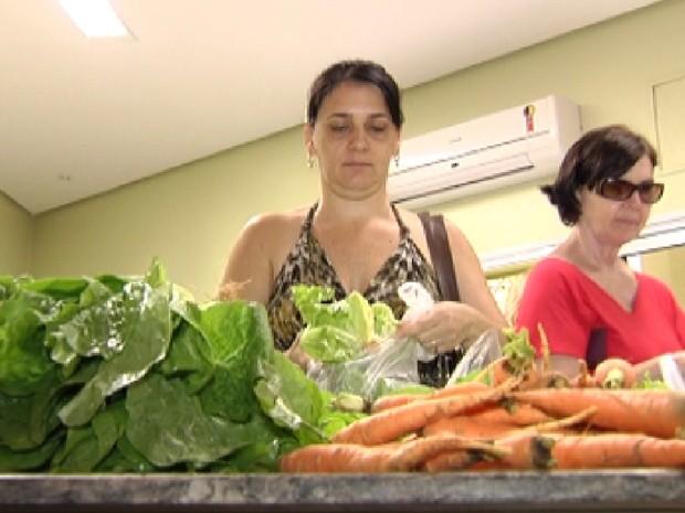 Produtos orgânicos ganharam uma feira especial em Rio Preto (Foto: Reprodução / TV Tem)