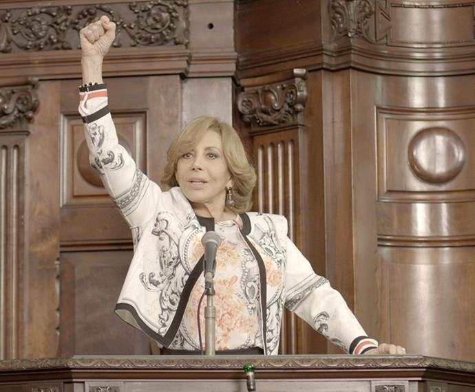 Consuelo assume o posto de governadora (Foto: TV Globo)