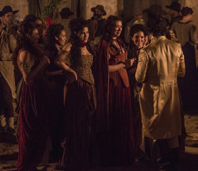 Duque de Ega cumprimenta Virgínia e suas meninas (Foto: Felipe Monteiro/Gshow)