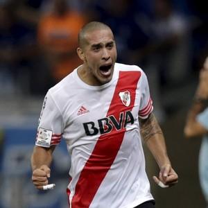 Maidana Cruzeiro River Plate (Foto: Ueslei Marcelino/Reuters)