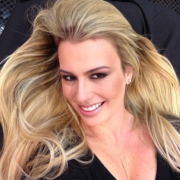 Ex-BBB Fernanda Keulla exibe novo visual (Foto: Instagram/ Reprodução)
