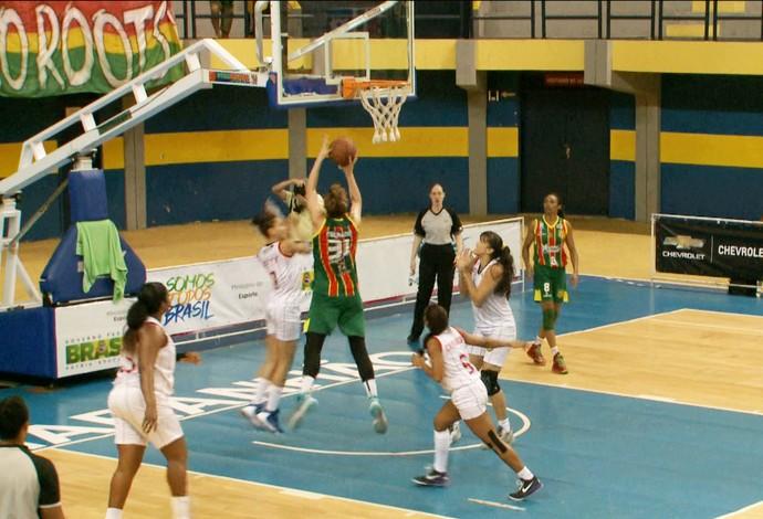 Maranhão e Sampaio fizeram duelo emocionante no Ginásio Castelinho (Foto: Reprodução / TV Mirante)