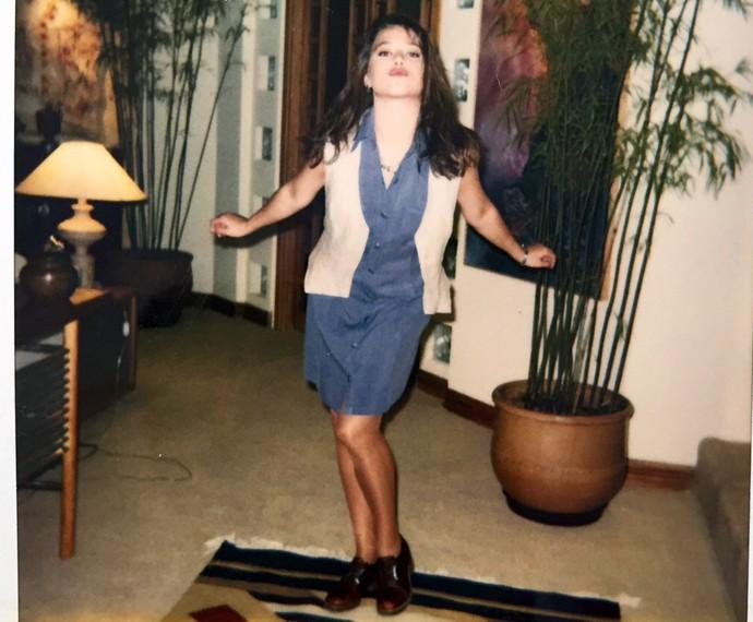Vivianne Pasmanter fazendo pose em cenário de 'A Próxima Vítima' (Foto: Arquivo Pessoal)