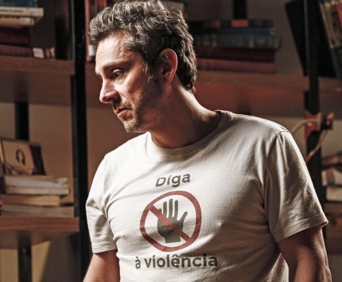 """O ex-vereador também usa muito a camiseta """"Não à violência"""" (Foto: TV Globo)"""