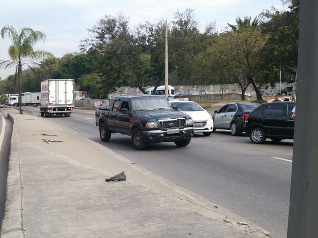 Carros voltavam na contramão da Avenida Brasil na pista sentido Centro (Foto: Eleny Borges/Arquivo Pessoal)