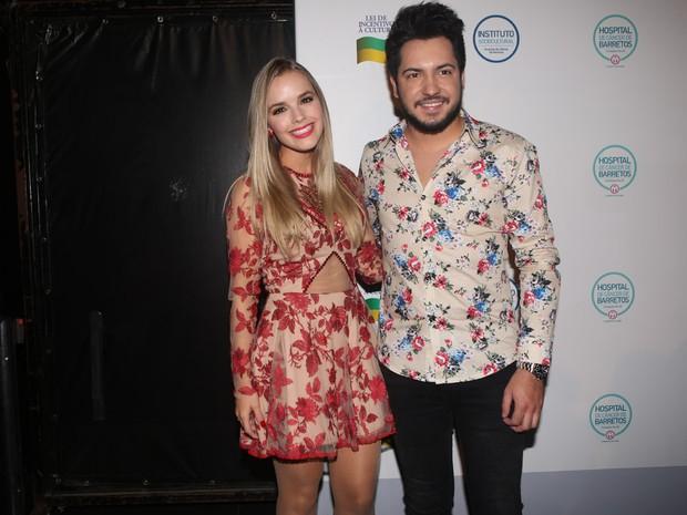 Thaeme e Thiago em bastidores de gravação de DVD em São Paulo (Foto: Iwi Onodera/ EGO)