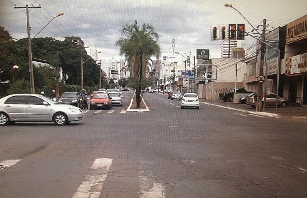 Garota estava no carro com o namorado quando foi morta, em Goiânia, Goiás (Foto: Reprodução/TV Anhanguera)