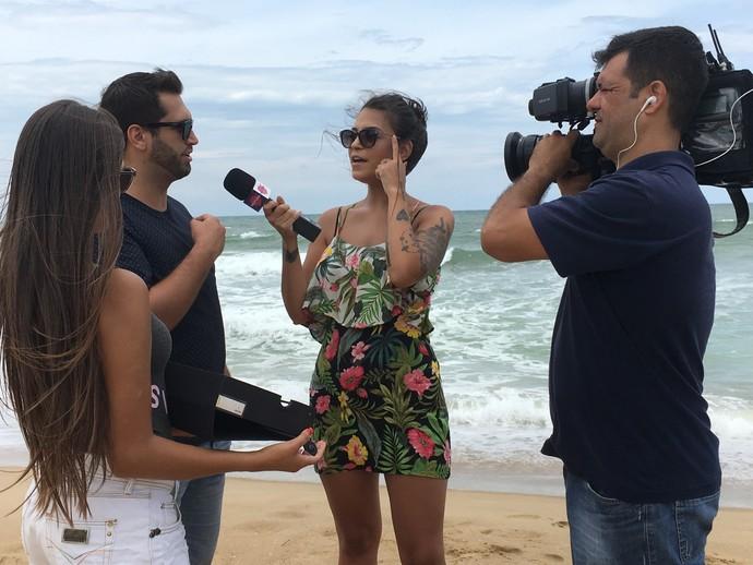 Jacque Mendonça mostra as tendências de óculos de sol (Foto: Mistura/RBS TV)