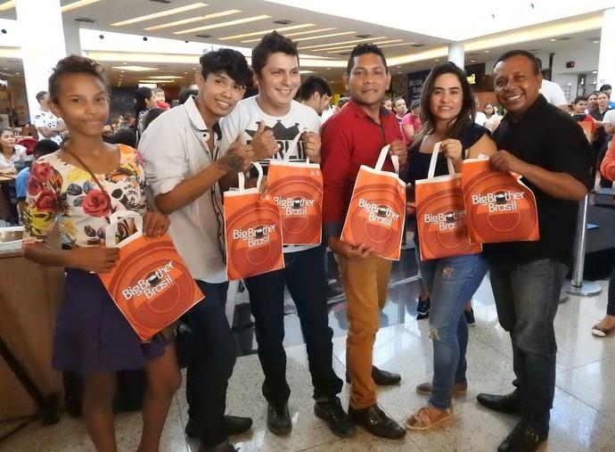 Ganhadores levaram brindes personalizados (Foto: Rede Amazônica)