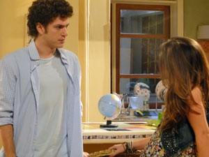 Cristal se insinua para Gabriel, mas recebe um fora (Foto: Malhação / Tv Globo)