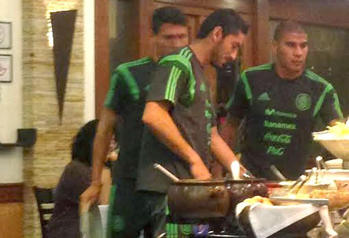 time do México em churrascaria em Santos (Foto: Bruno Giufrida)