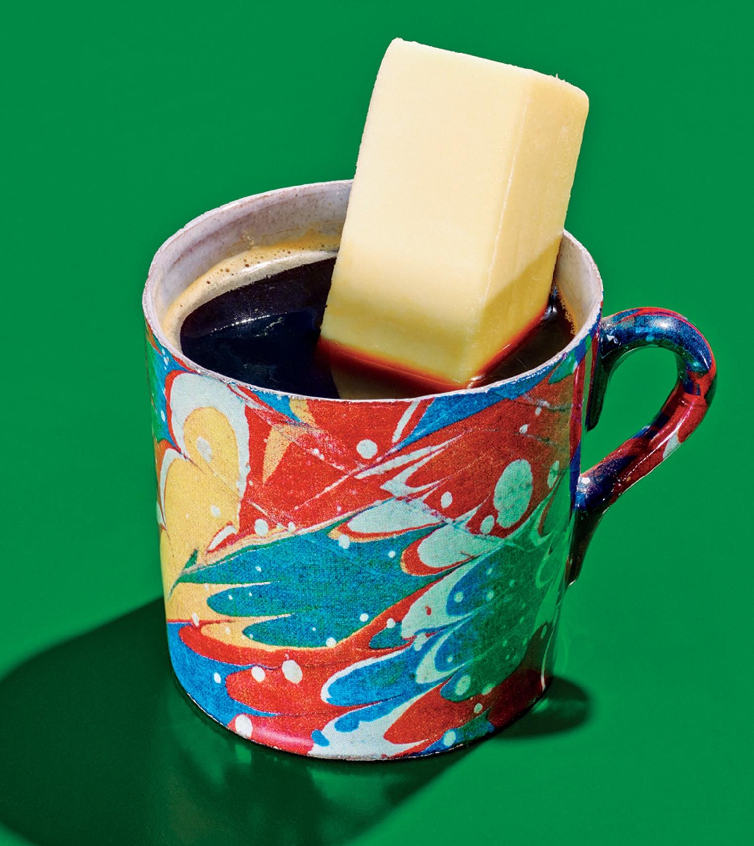 O bulletproof coffee lembra um latte com espuma, deve ser tomado pela manhã e equivale a uma refeição (Foto: Cornett Grant)