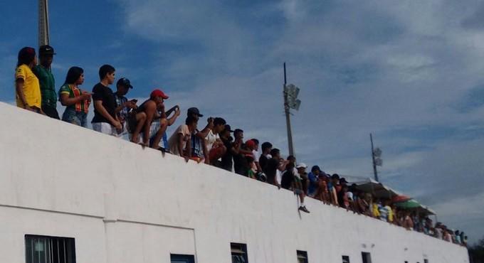 FMF liberou acesso de torcedores ao estádio Cardosão, mesmo sem os laudos definitivos (Foto: Afonso Diniz / Globoesporte.com)
