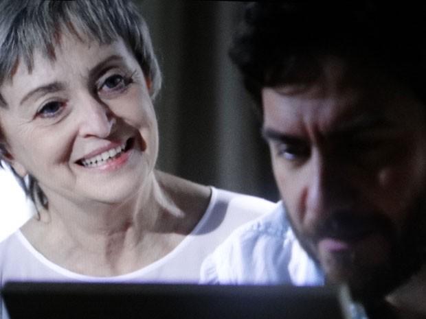 Verbena quer ajudar Rodrigo (Foto: Amor Eterno Amor/TV Globo)