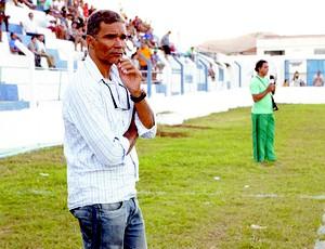 Betão, técnico do Cruzeiro de Itaporanga (Foto: Leonardo Silva / Jornal da Paraíba)