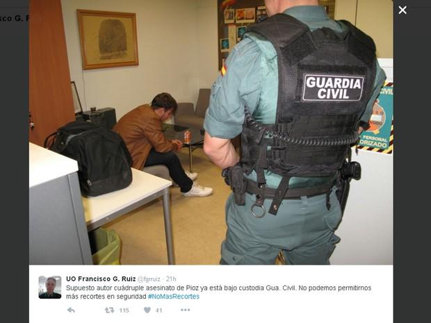 Patrick Gouveia, suspeito de esquartejar família na Espanha, detido na sede da Guarda Civil espanhola em Madrid (Foto: Reprodução/Twitter/fgrruiz)