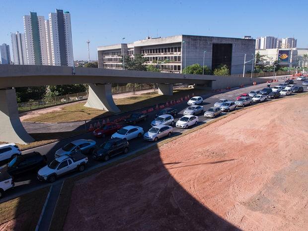 Trânsito de veículos foi liberado apenas próximo ao viaduto. (Foto: Andréa Lobo/Gcom-MT)