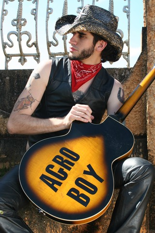 O cantor Landau (Foto: Carina Zaratin/Divulgação)