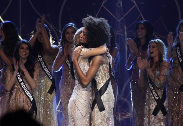 Marina Andrade com Sabrina de Paiva: finalistas do Miss São Paulo 2016 (Foto: Celso Tavares/EGO)