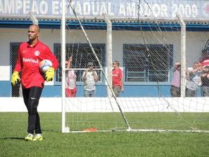 Muriel goleiro Inter (Foto: Tomás Hammes / GLOBOESPORTE.COM)