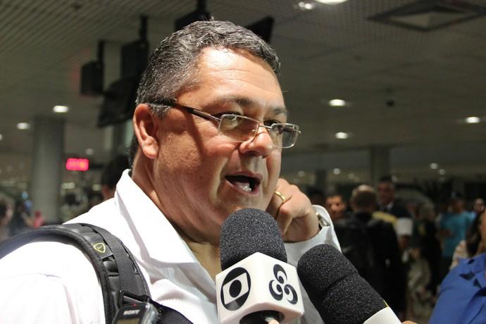 Rogério Micale em Manaus (Foto: Marcos Dantas)