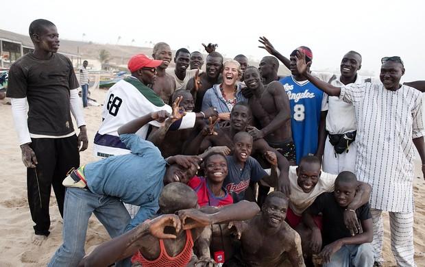 surfe Stephanie Gilmore no Senegal (Foto: Quiksilver / Divulgação)