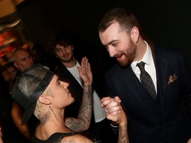 Justin Bieber e Sam Smith no Grammy, em Los Angeles, nos Estados Unidos (Foto: Christopher Polk/ Getty Images/ AFP)