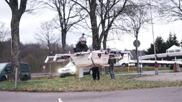 Drone banheira do The Real Life Guys (Foto: Reprodução / YouTube)