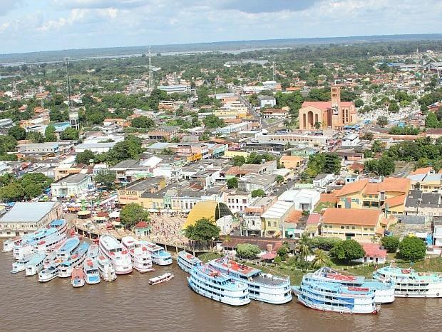 Porto da cidade recebeu muitos barcos vindos de outros municípios (Foto: Frank Cunha/G1 AM)