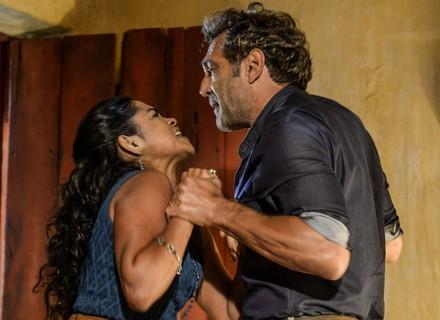 Luzia perde o controle com Santo e ameaça Tereza: 'Eu lhe mato!'