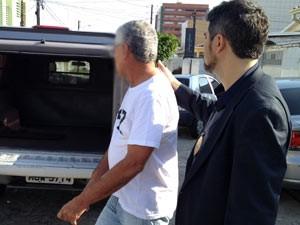 Suspeito integrava um esquema de falsificação de documentos de veículos, segundo a polícia (Foto: Walter Paparazzo G1)