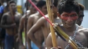 Índios de diversas tribos durante ocupação de Belo Monte, em maio de 2013 (Foto: Reuters)