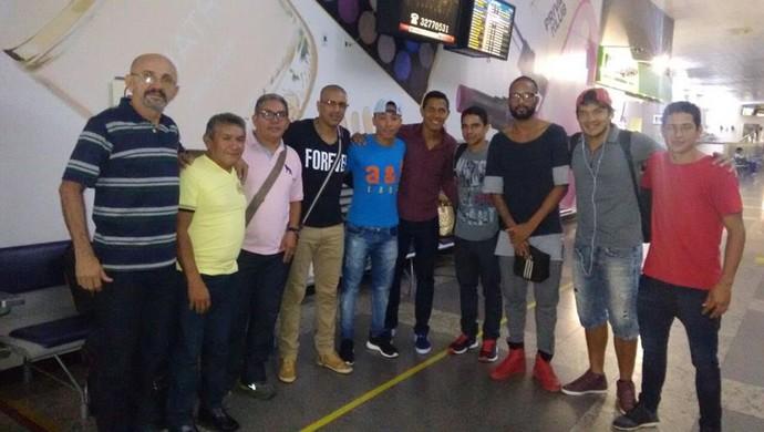 Jogadores do São Raimundo e comissão técnica rumo à Santarém (Foto: Reprodução/Facebook/Sandro Lopes)
