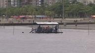 Primeiro 'bag' da barreira submersa para conter erosão é colocado na Ponta da Praia