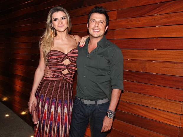 Mirella Santos e Ceará no aniversário do o irmão Karin Sato em restaurante em São Paulo (Foto: Manuela Scarpa e Marcos Ribas/ Foto Rio News)