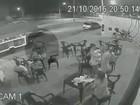 Dupla armada faz 'arrastão' em trailer de lanches em Limeira; veja vídeo