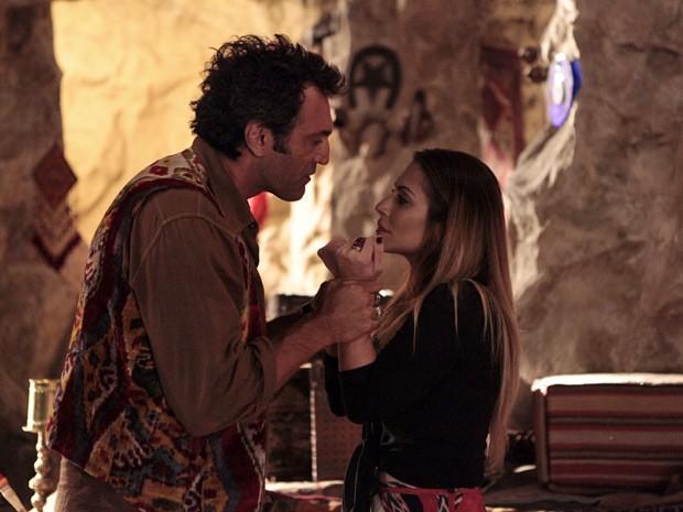 Completamente apaixonada! Bianca se declara para Zyah (Foto: Salve Jorge/TV Globo)