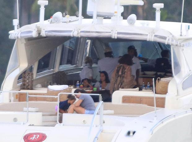 Beyoncé e Jay Z passeiam de iate com família e amigos (Foto: The Grosby Group)