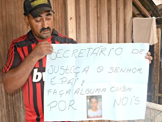 Francisco Silva diz que sumiço do filho mudou a rotina da família  (Foto: Tácita Muniz/G1)