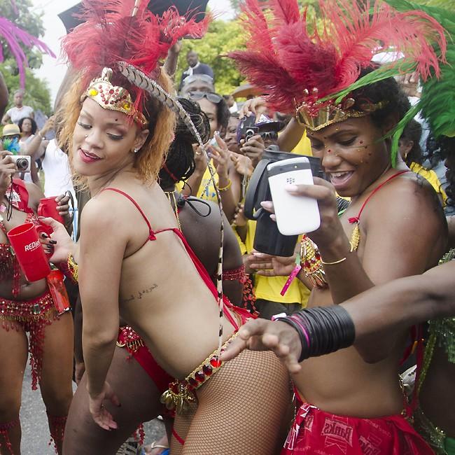 Rihanna no Carnaval de Barbados (Foto: Divulgao)