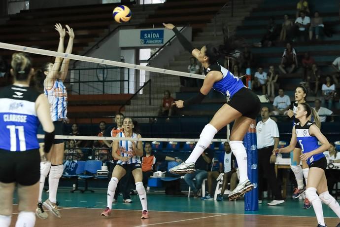 Paula foi escolhida a melhor e quadra na vitória do Pinheiros (Foto: Ricardo Bufolin/Pinhieiros)