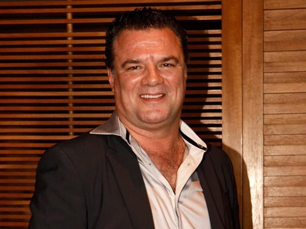 Alexandre Garib se despede do malvado Russo (Foto: Salve Jorge/TV Globo)