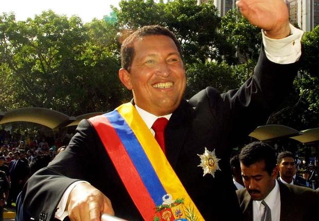 Hugo Chávez celebra Dia da Independência na Venezuela em julho de 2002 (Foto: Getty Images)