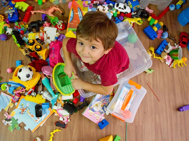 Organizando os brinquedos das crianas