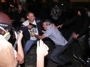 coronel arma roubada agredido protesto sp (Foto: Inácio Teixeira/Cooperphoto/Estadão Conteúdo)