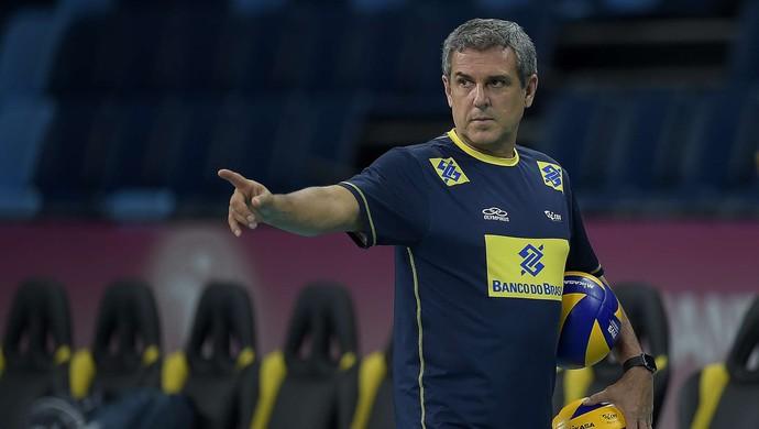 José Roberto Guimarães treino seleção (Foto: Divulgação/CBV)