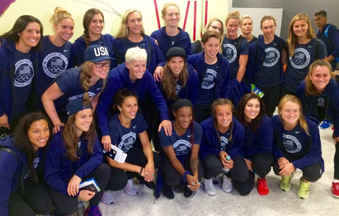 Equipe feminina de futebol dos Estados Unidos no aeroporto de Guarulhos (Foto: Diego Ribeiro)
