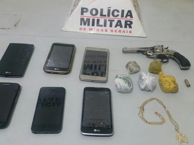 Material apreendido com os suspeitos de roubar sorveteria no bairro de Lourdes (Foto: Polícia Militar/Divulgação)