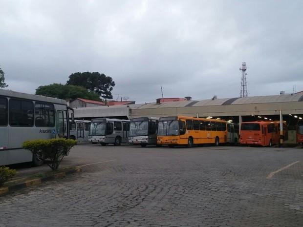 Ônibus da Araucária Matriz não saíram das garagens nesta quinta-feira (1º) (Foto: Divulgação/Sindimoc )